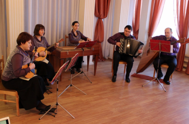 Ансамбль русских народных инструментов Сюрприз